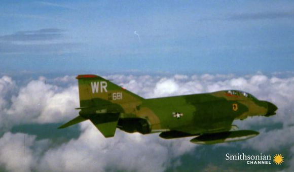 Preview thumbnail for video'F-4 Phantoms & Vietnamese MiG-21s face off in dogfight