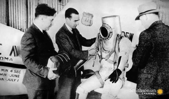 Preview thumbnail for video'This Pressure Suit Helped Pilots Survive New Heights