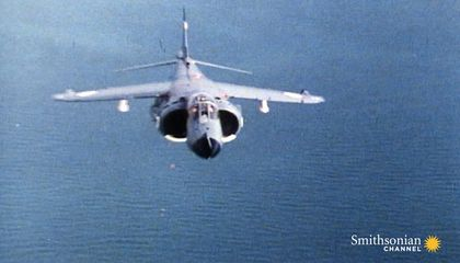 Footage of a Tense Aerial Battle During the Falklands War