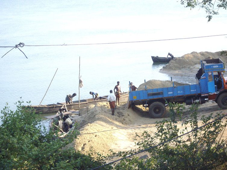Sand mining on the west side of the Mabukala bridge in Karnataka, India