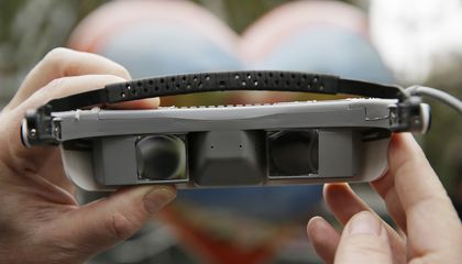 Image: New glasses help the legally blind see