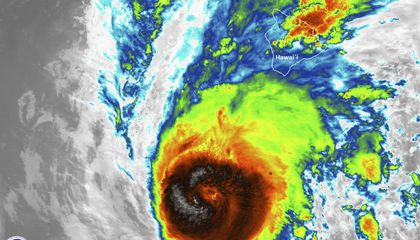 Image: Science Says: Hawaii hurricanes rare, but getting less so