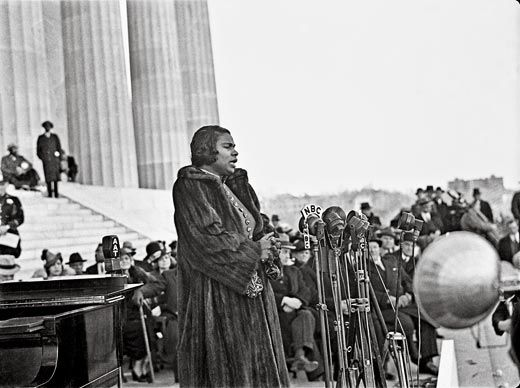Robert Scurlock covered Marian Anderson s performance at the Lincoln  Memorial after she was denied the stage at Washington s Constitution Hall. d19f160f2