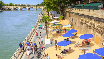 Paris Plage city bank