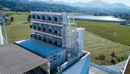 First Commercial Carbon-Capture Plant Goes Online