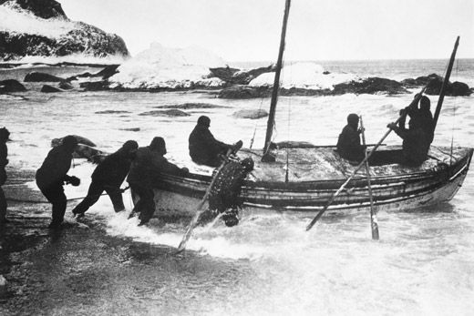 Shackleton-james-caird-in-surf-1.jpg