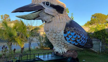 A Sculptor Made This 15-Foot-Tall Laughing Kookaburra in Lockdown