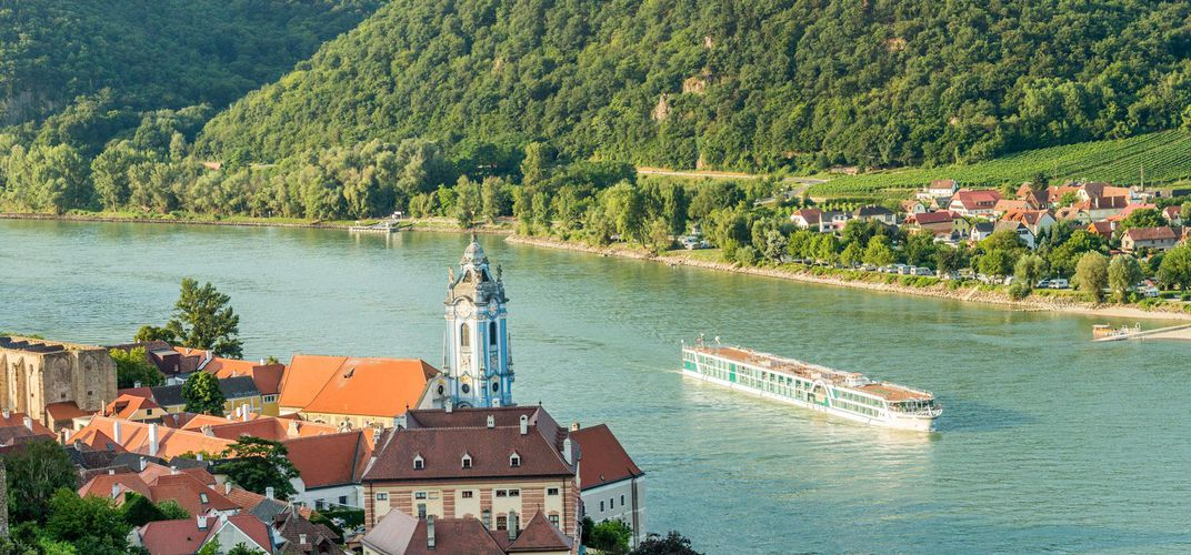 The <i>Amadeus Silver</i> cruising along the Wachau Valley near Durnstein