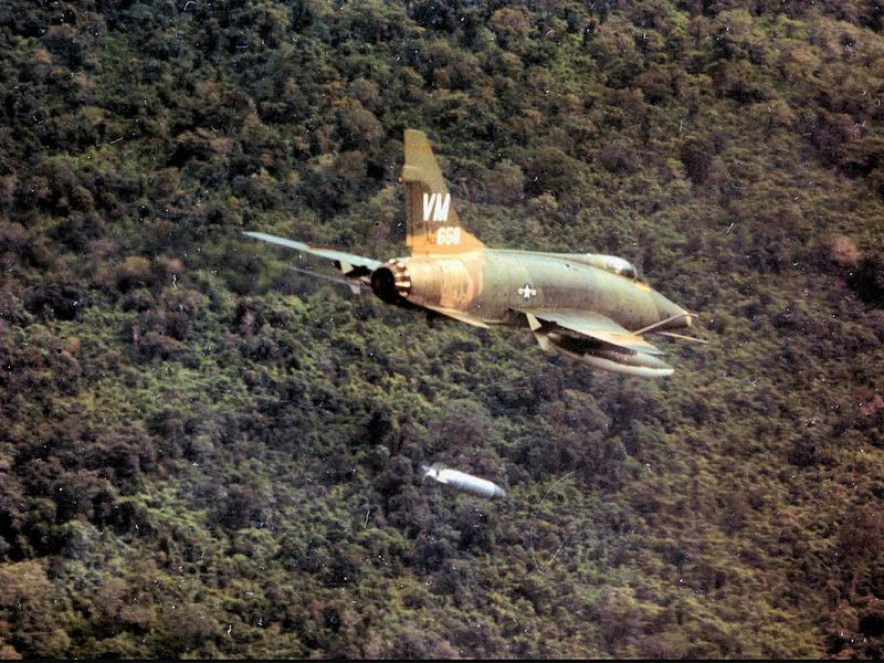 352d_Tactical_Fighter_Squadron_-_F-100_Super_Sabre.jpg