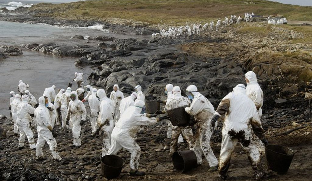 After the tanker MV Prestige split in half, spilling more than 70 million liters of oil off the coast of Spain in 2002, it continued to leak oil from its resting place on the seabed. Thousands joined the cleanup effort, including these soldiers.
