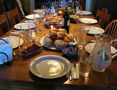 20110520090109Thanksgiving-table-with-food-400x307.jpg