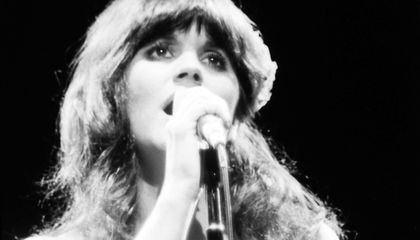 Linda Ronstadt Tried to Capture the Sound of a B-29 in Her Songs