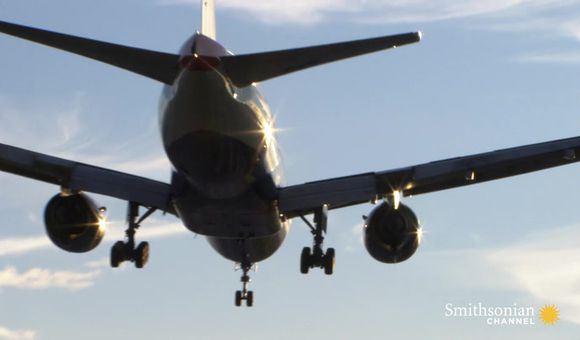 Preview thumbnail for video'How to Tell If You're in for a Bumpy Plane Landing