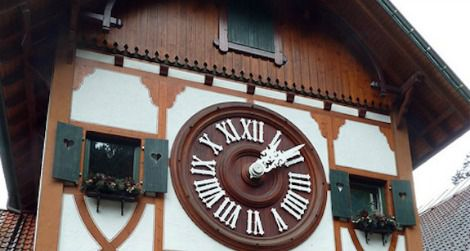 Worlds-largest-cuckoo-clock-470.jpg