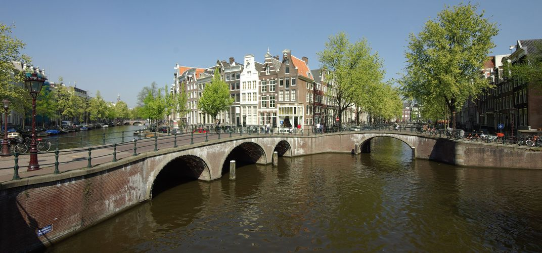The meeting of Leidsegracht and Keizersgracht, two major canals of Amsterdam.