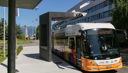 This Electric Bus Can Charge in 15 Seconds