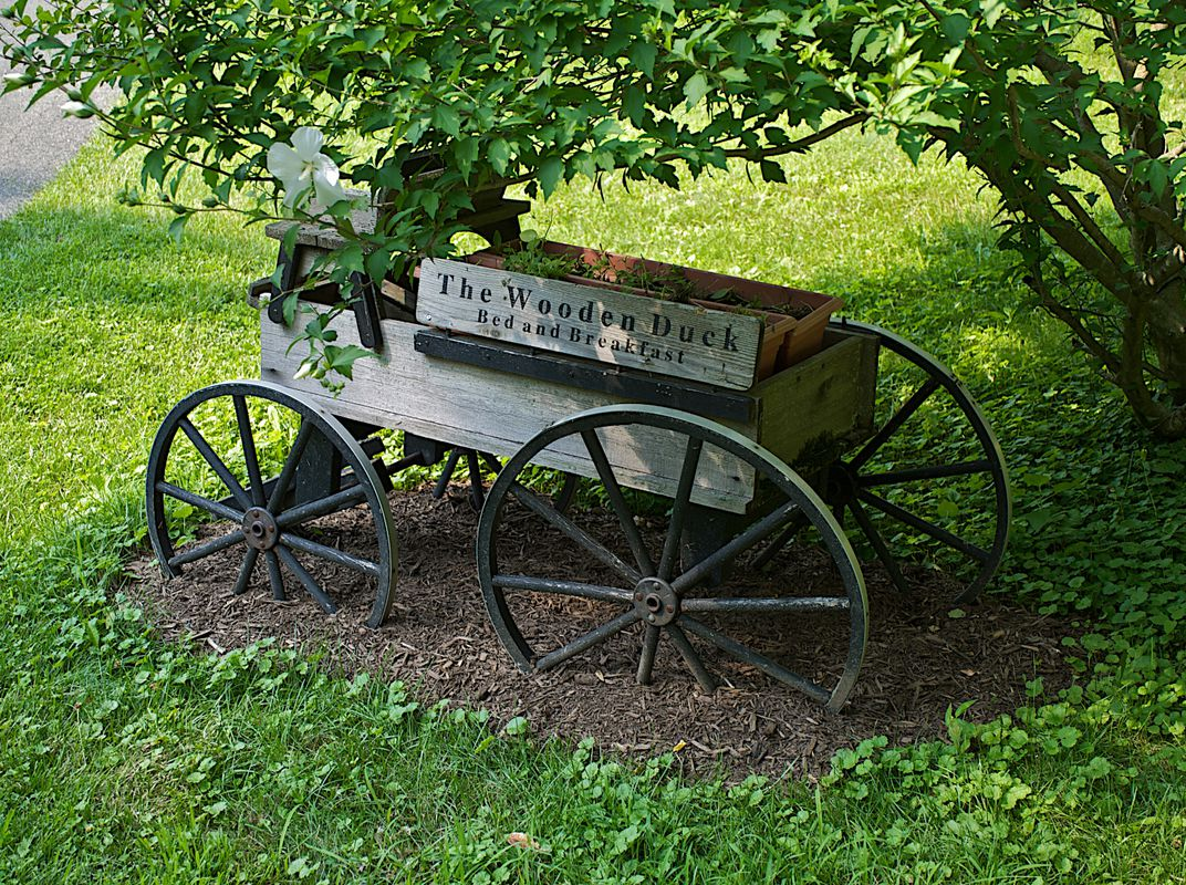 Bed And Breakfast Cart At The Entrance To The Wooden Duck Inn In