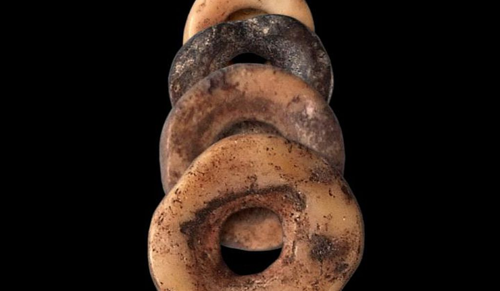 Middle and Later Stone Age beads of ostrich eggshell from highland Lesotho, southern Africa.