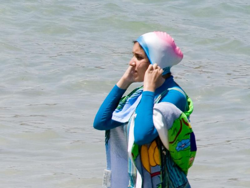 france s top court overturns burkini ban smart news smithsonian
