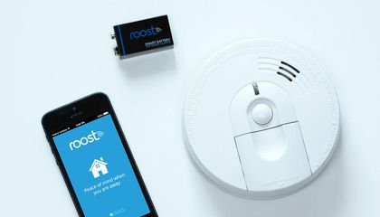 This Smart Battery Sends a Message to Your Phone When Your Smoke Detector Sounds