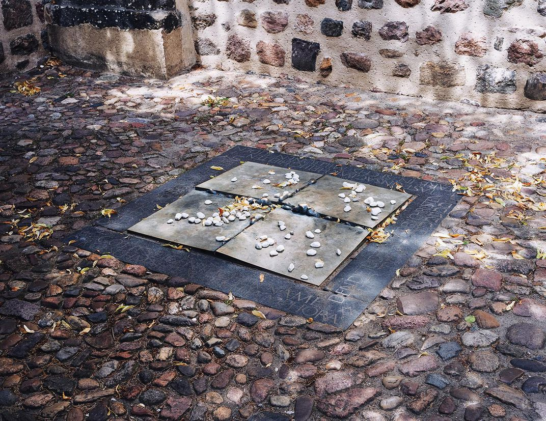 The bronze memorial installed on the ground outside the Stadtkirsche